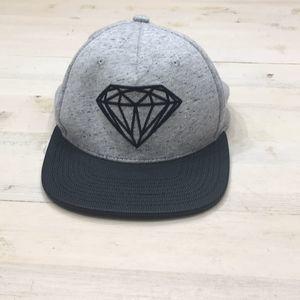 Diamond adjustable baseball hat w textured bill